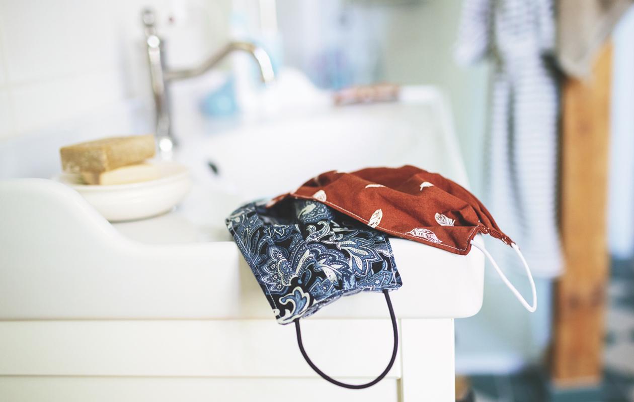 Kangasmaskien pesu on tärkeää.