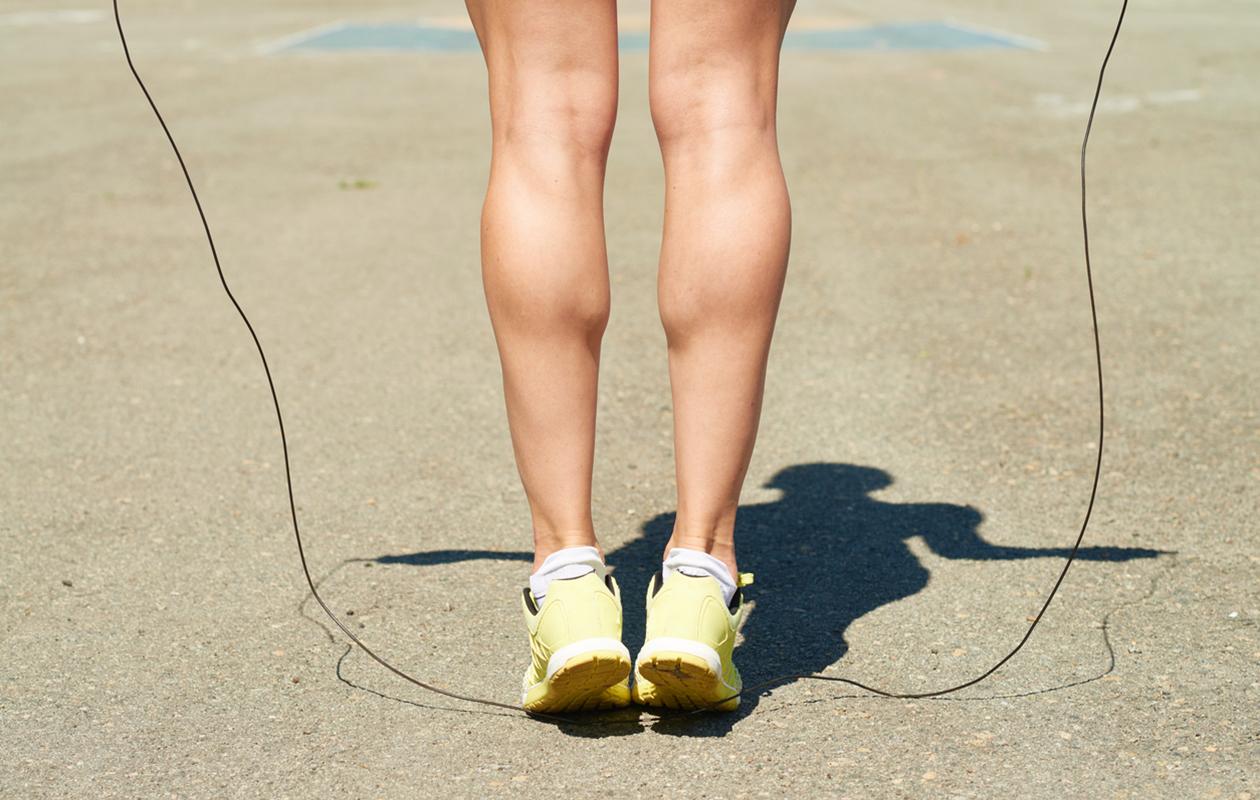Pohjetreeni kannattaa aloittaa hyppynarulla hyppimällä.
