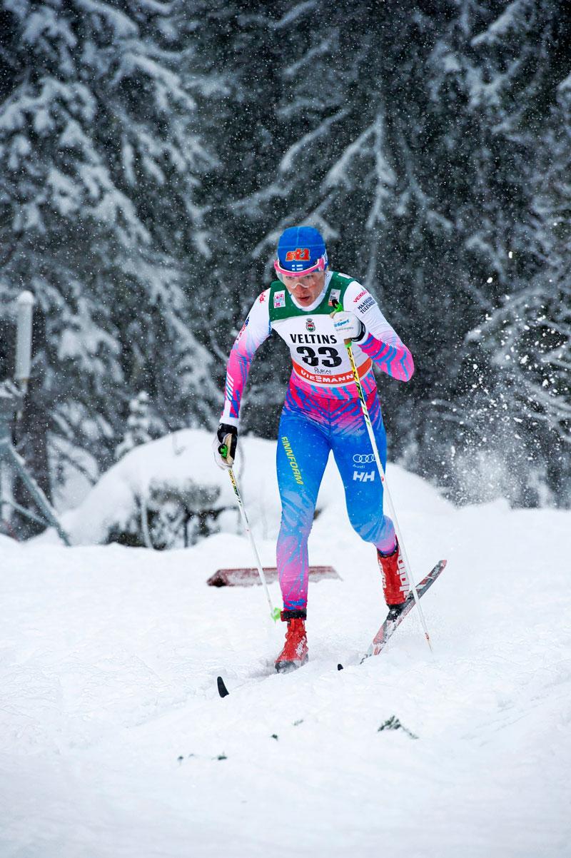 Mona-Liisa Nousiainen sprintin karsinnassa Rukan maailmancupissa 2016.