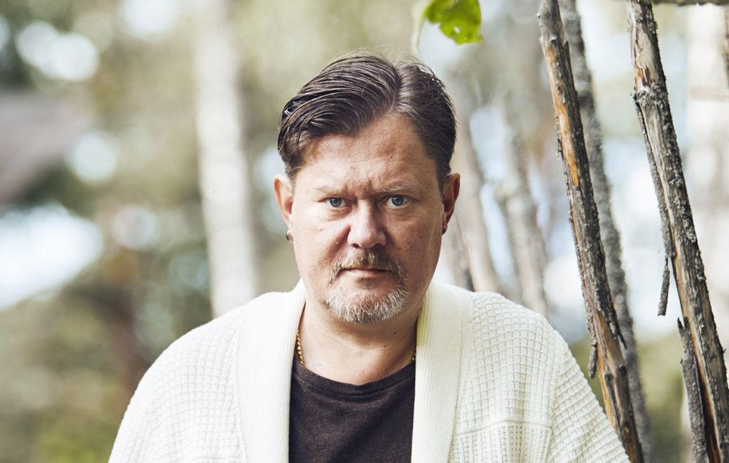 Pertti Salovaara puhuu Annassa uskottomuudesta.