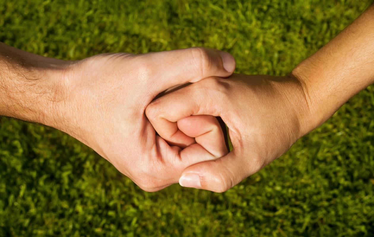 Lähisuhdeväkivalta sisältää usein kontrollointia.