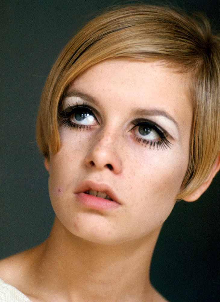 Lyhyet hiukset 2020 inspiroituvat 1960-luvusta. Kuvassa huippumalli Twiggy nuorena.
