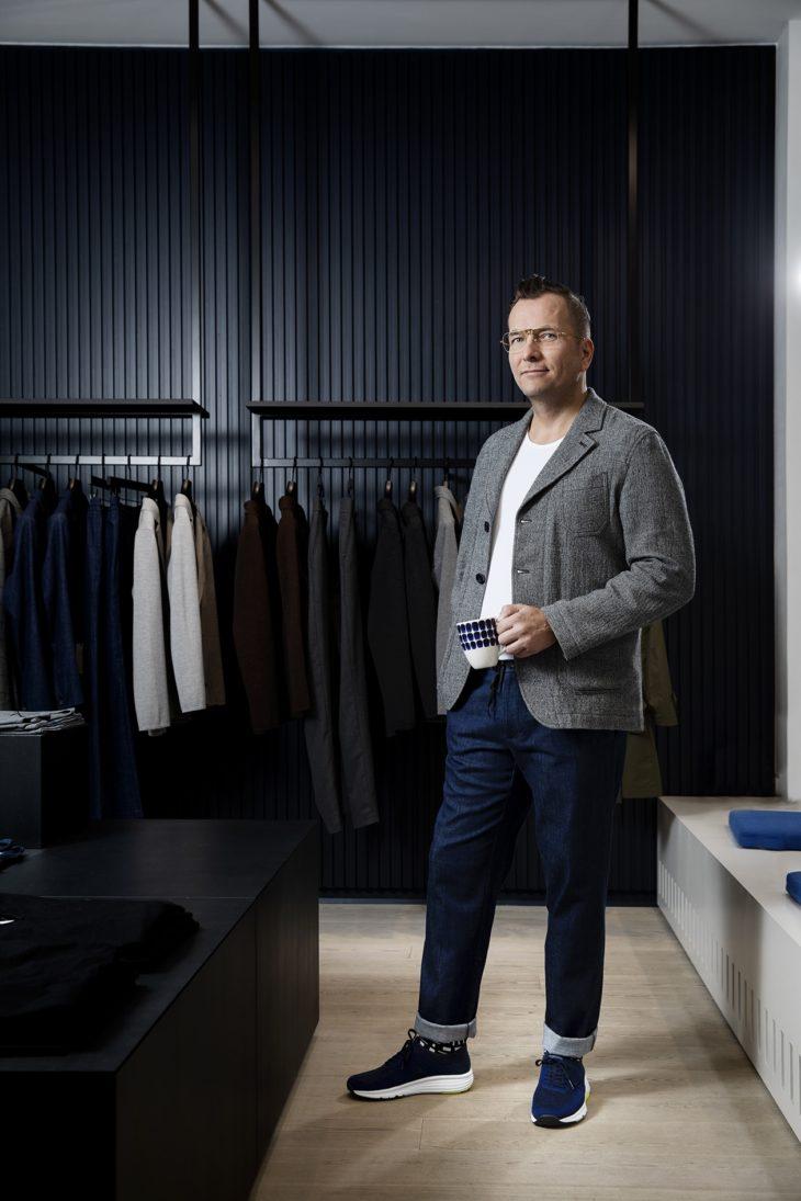 Bleiseri on Antin suunnittelema mallikappale. Frennin malliston Sampo-housuja Antti kutsuu toimistoverkkareiksi.