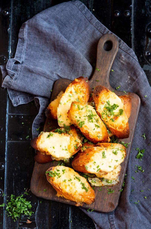lämpimät juustoleivät