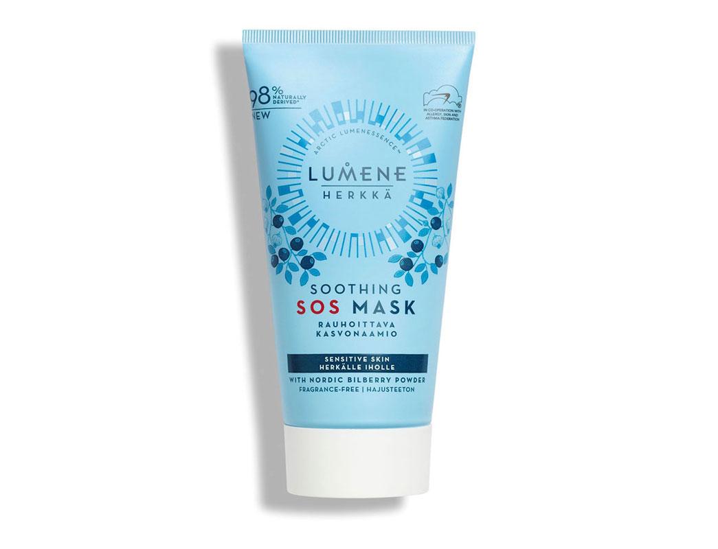 Rauhoittele ihoa Lumene Herkkä Soothing SOS Mask -naamiolla, joka kosteuttaa ihoa hellästi ja rauhoittaa punoitusta. Hajusteeton, 75ml 11e.