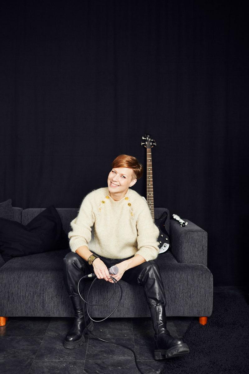 """Laulaja-laulunopettaja Heidi Kyrön treenikämppä ja laulukoulu Heidin Laulustudio sijaitsee Hämeenlinnassa. """"En voisi kuvitella eläväni ilman lauluopetusta. Tämä on ollut unelmien täyttymys."""" Heidi julkaisi 16. lokakuuta yhdessä Sami Huhtalan kanssa kappaleen Suruu sydämellä. Kappale syntyi koulukiusaamisen ehkäisemiseksi."""