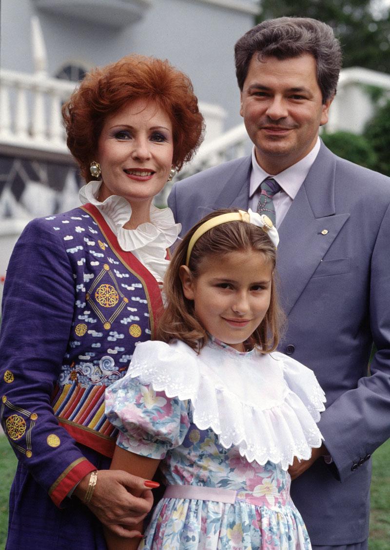 Maria Lund vanhempiensa Tamara Lundin ja Alexandru Ionitzan kanssa vuonna 1992.