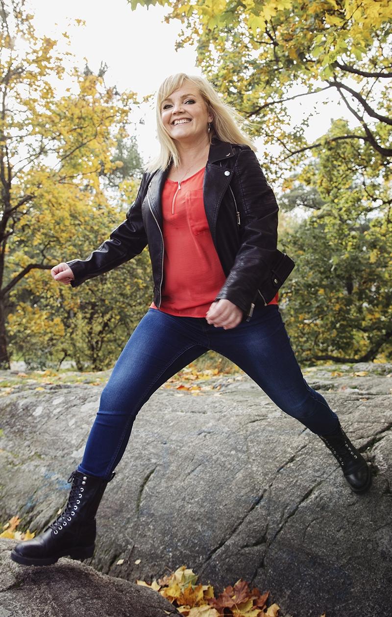Nina Tapio käy terapiassa. Välillä se on raskasta eikä vastaanotolle tekisi mieli mennä.
