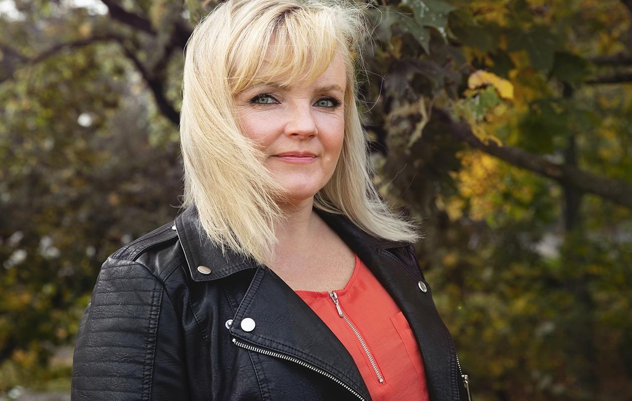 Nina Tapio sanoo, että yksinäisyys on tunne, joka on hyvä kohdata ja tunnustaa itselleen.