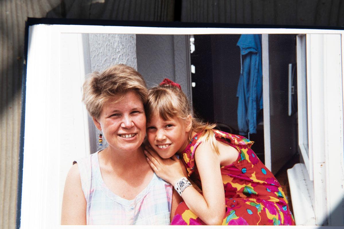 Jaana ja Oona Kapari Devonissa vuonna 1992.Kuva Kaparien kotialbumi.