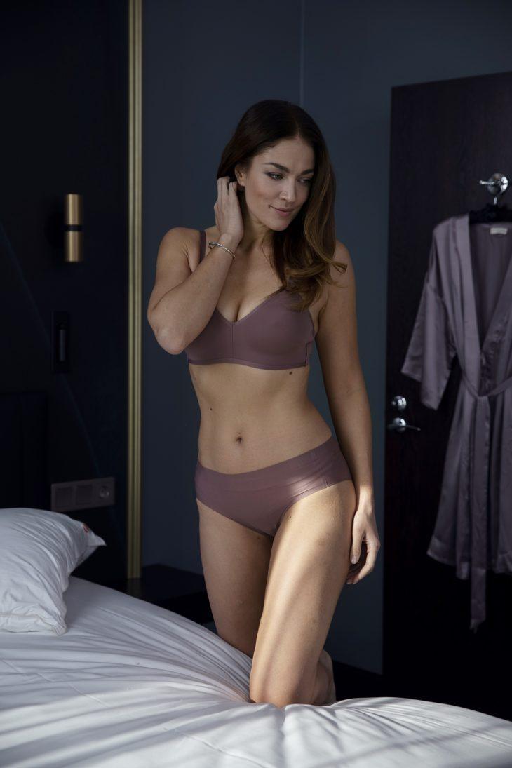 Yksinkertaiset, sileät alusasut eivät näy vaatteiden läpi.