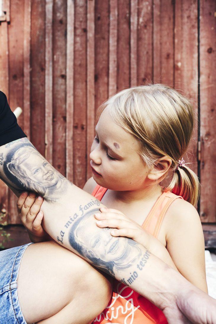 Aura-Emilia on perheen pieni prinsessa. – Nautin tästä pöhinästä, Ice-hearts-valmentaja Kari-Matti kuvaa viisihenkisen perheensä menoa.