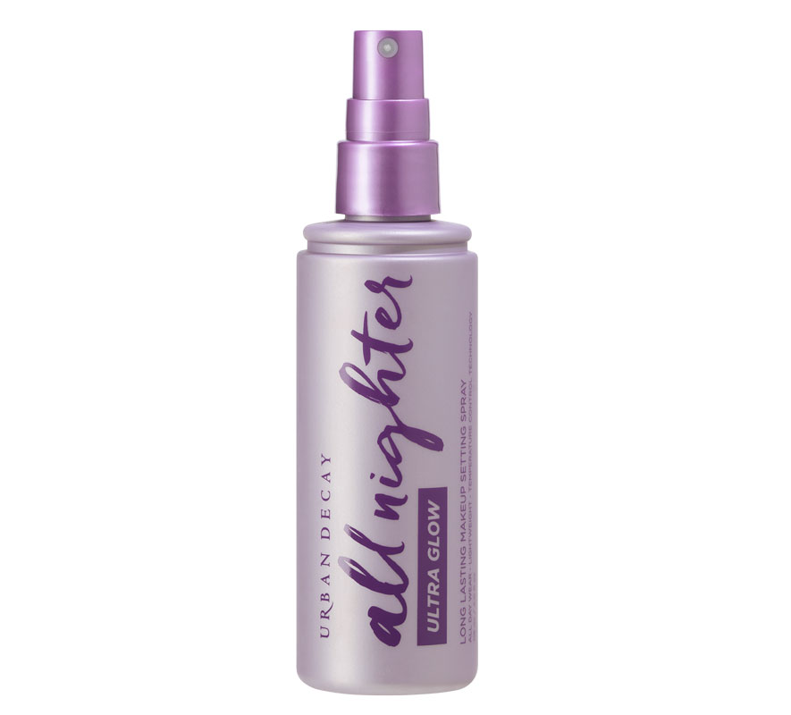 Kiinnitä meikki Urban Decay All Nighter Ultra Glow Setting Spray -suihkeella puuterin sijaan, 32 e.