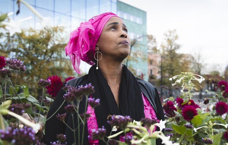 Farhia Abdi toivoo voivansa olla rohkaisevana esimerkkinä muillekin maahan muuttaneille yksinhuoltajaäideille.