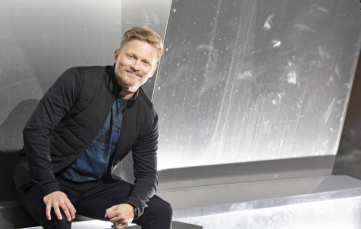 Mika Ikosen, 48, toinen sooloalbumi, Sinun, ilmestyi tänä syksynä. Seuraava albumi, Minun, julkaistaan loppuvuodesta. Aiemmin Mika tunnettiin XL5-yhtyeen solistina taiteilijanimellä Mica.