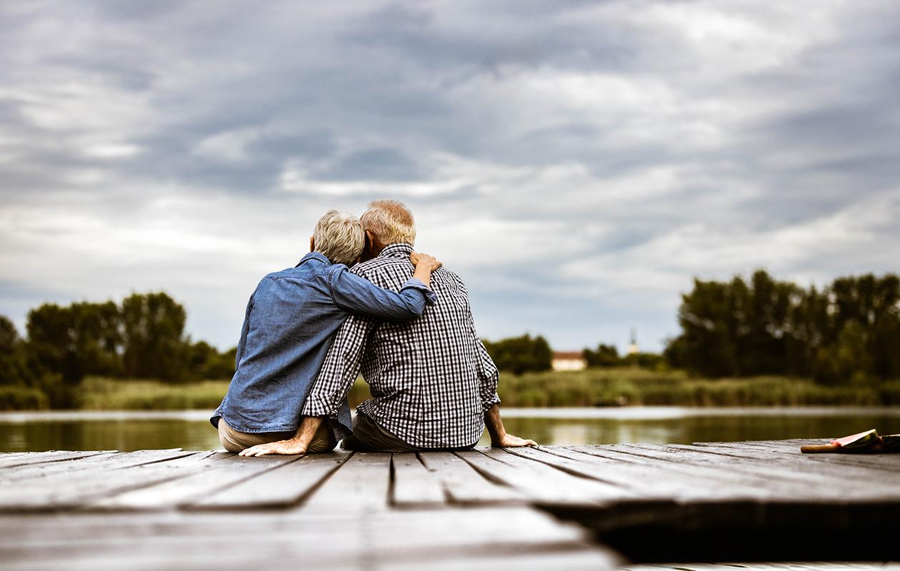 Kiintymyssuhdemallit – kuvassa pariskunta