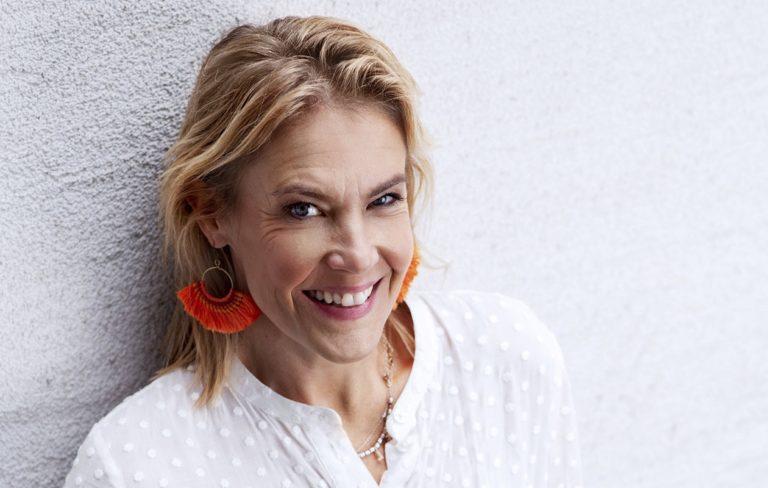 Ella Kanninen on vuosien varrella tehnyt monia televisio-ohjelmia. Nyt hänet nähdään Puoli seitsemän -ohjelman juontajana.