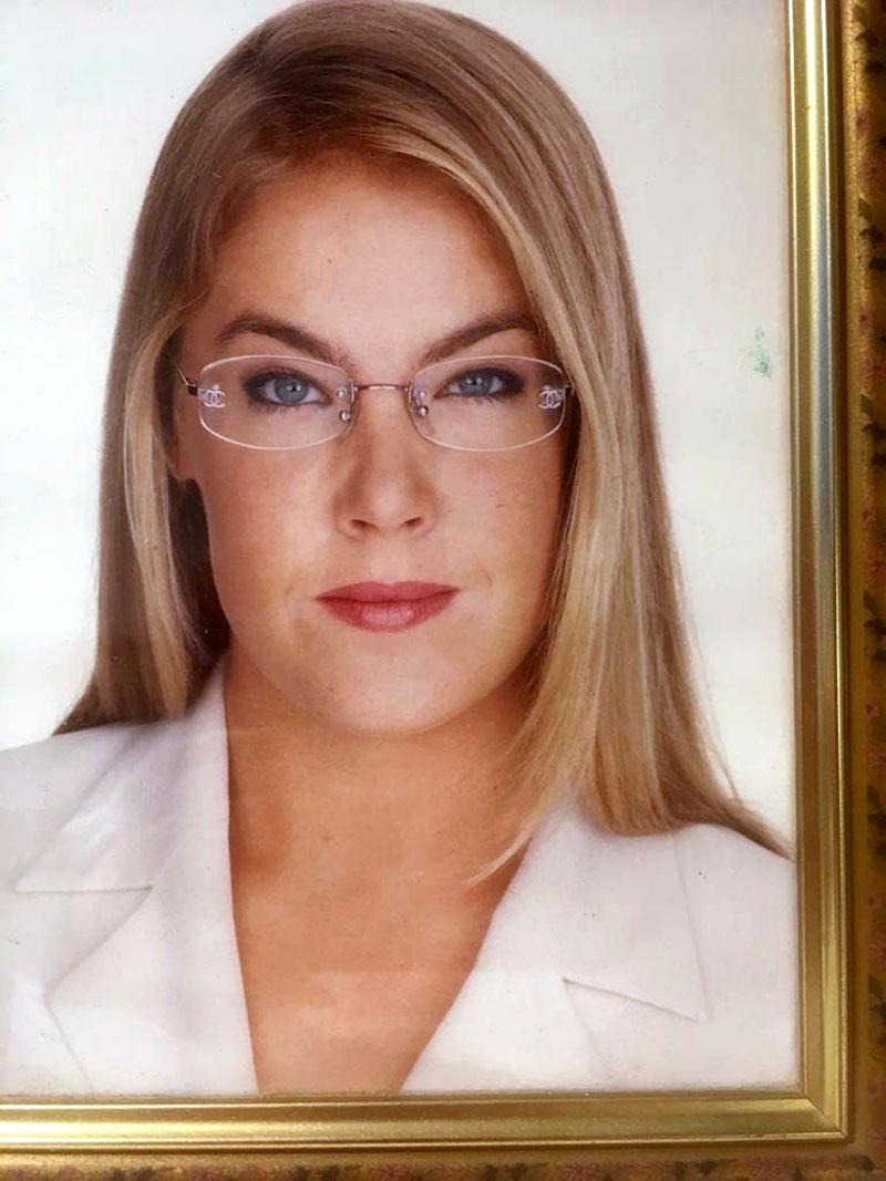 Ella Kanninen oli mallina Raili Hulkkosen Suomalainen meikkiopas -kirjassa 19-vuotiaana.