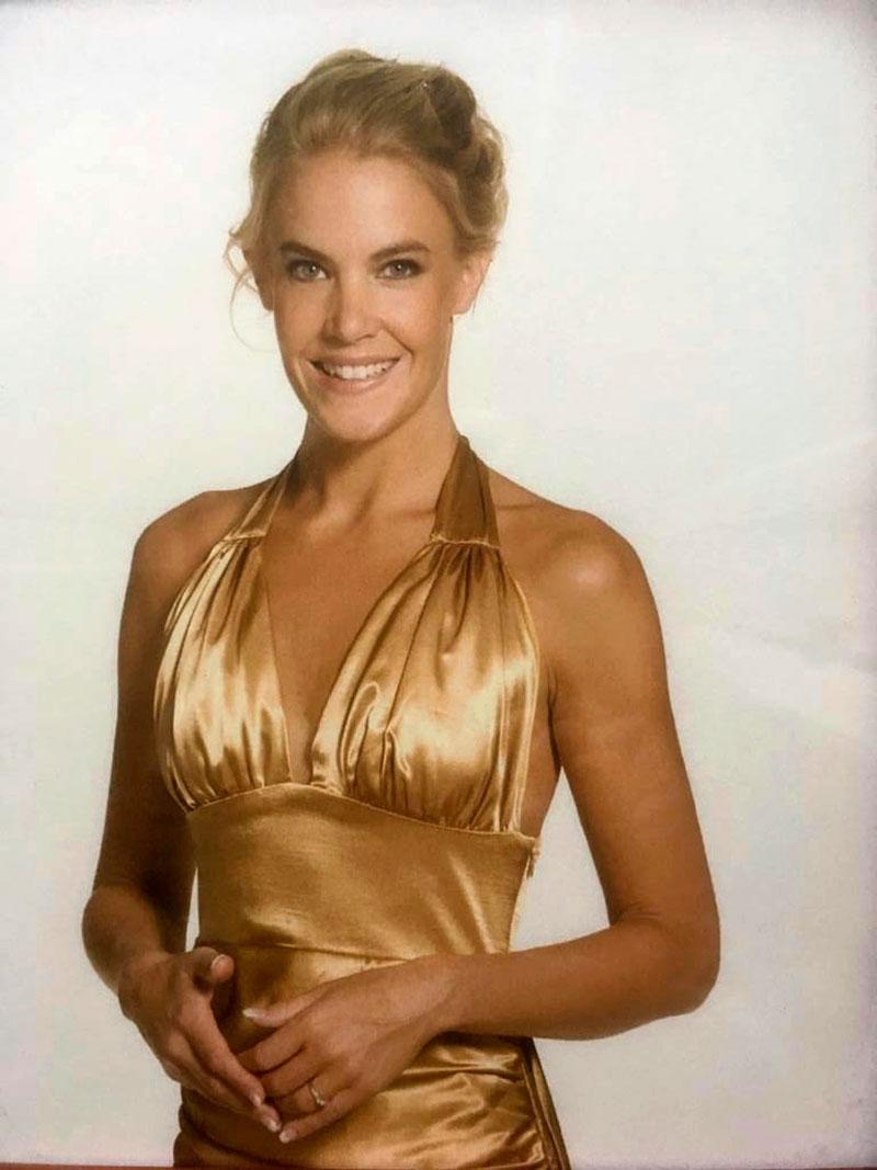 Tällainen oli Ella Kannisen tyyli Tanssii tähtien kanssa -kilpailun juontajana vuonna 2006.