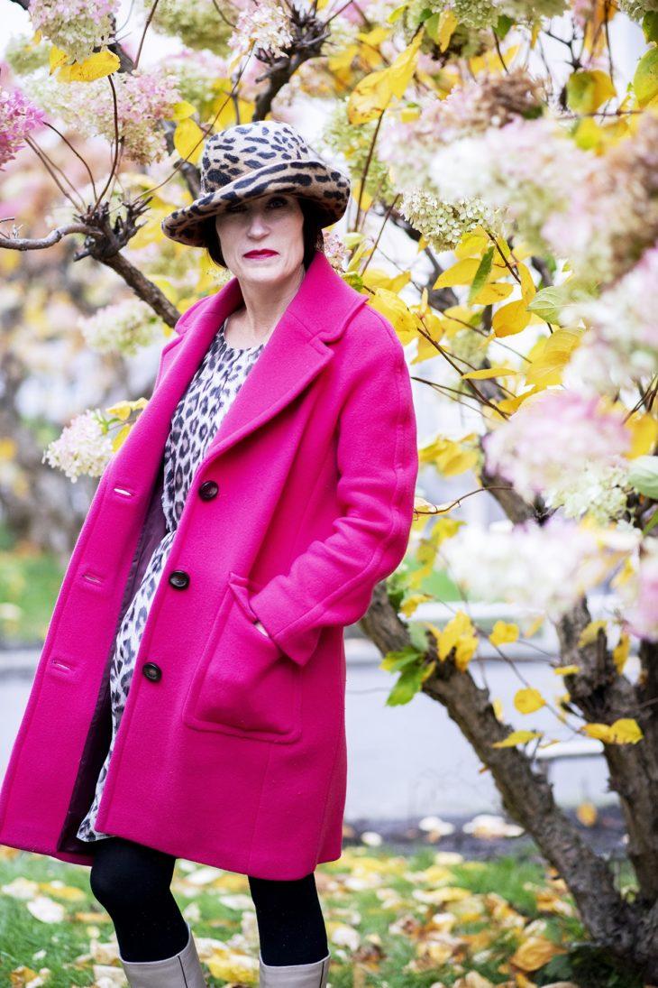 – Tara Jarmonin villakangastakki maksoi 50 euroa ja on yksi viime vuosien kalleimmista hankinnoistani. Leopardikuosinen mekko on silkkiä.