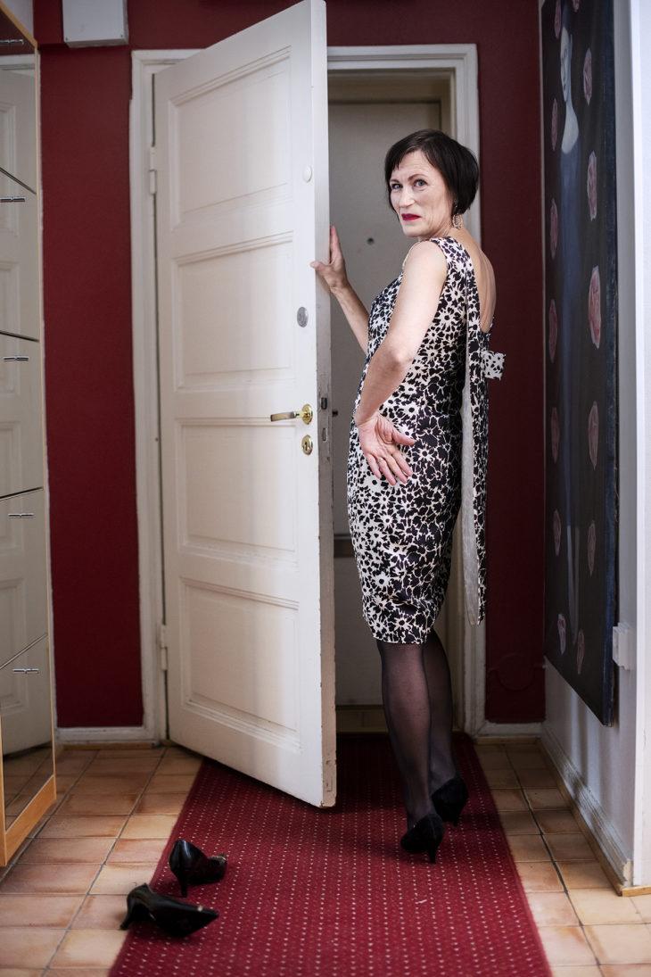 – Mauri Koposen suunnittelema silkkimekko 1960-luvulta on vaatekaappini helmi. Kävin aikoinaan ahkerasti kotikulmani kirpputorilla ja tein sieltä hienoja löytöjä, sillä töölöläisrouvien vanhat vaatteet päätyivät sinne.