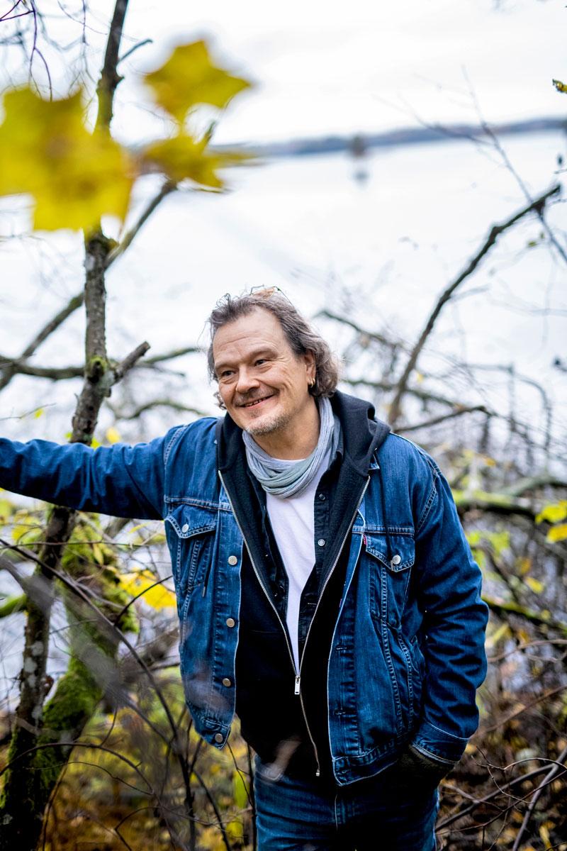 Juha Lehti puhuu alkoholismista Annassa.