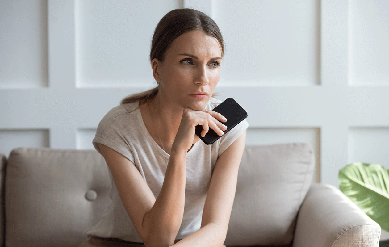 Kumppanin luonne – kuvassa surullinen nainen