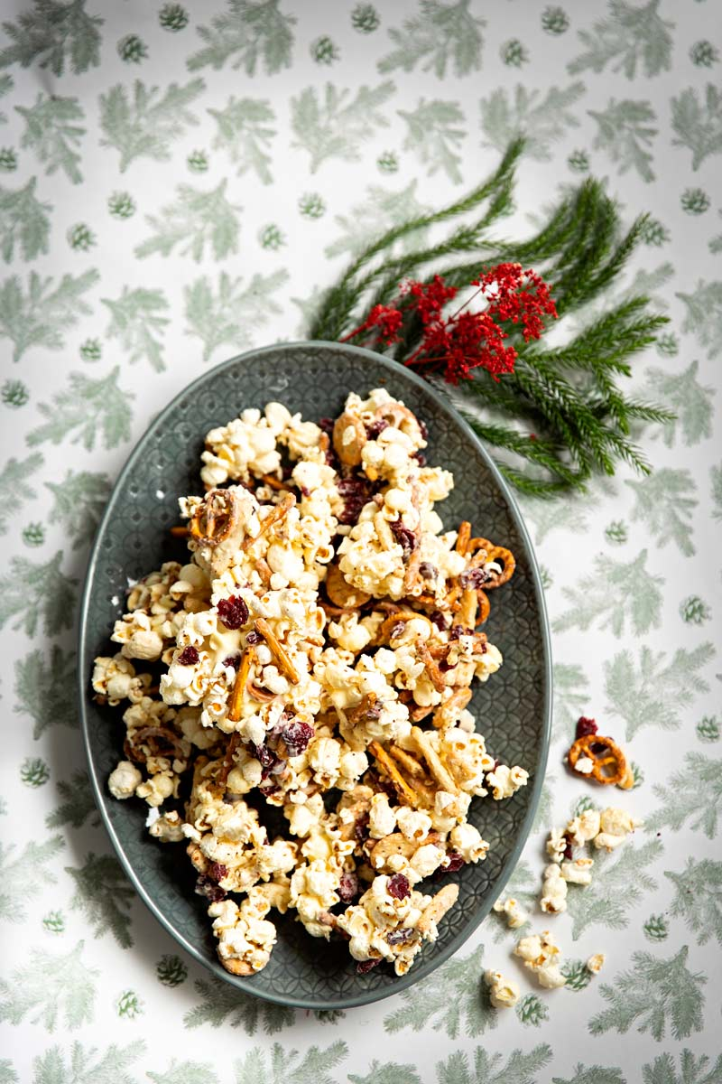 valkosuklaa-popcorn
