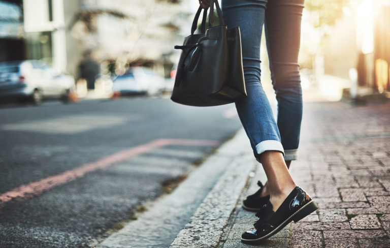 Hyvät kengät ovat tärkeät, sillä jalat ovat koko kehon tukipilari. Kenkäkauppaan kannattaa siksi varata hyvin aikaa ja kiinnittää ostoksilla huomiota tiettyihin asioihi