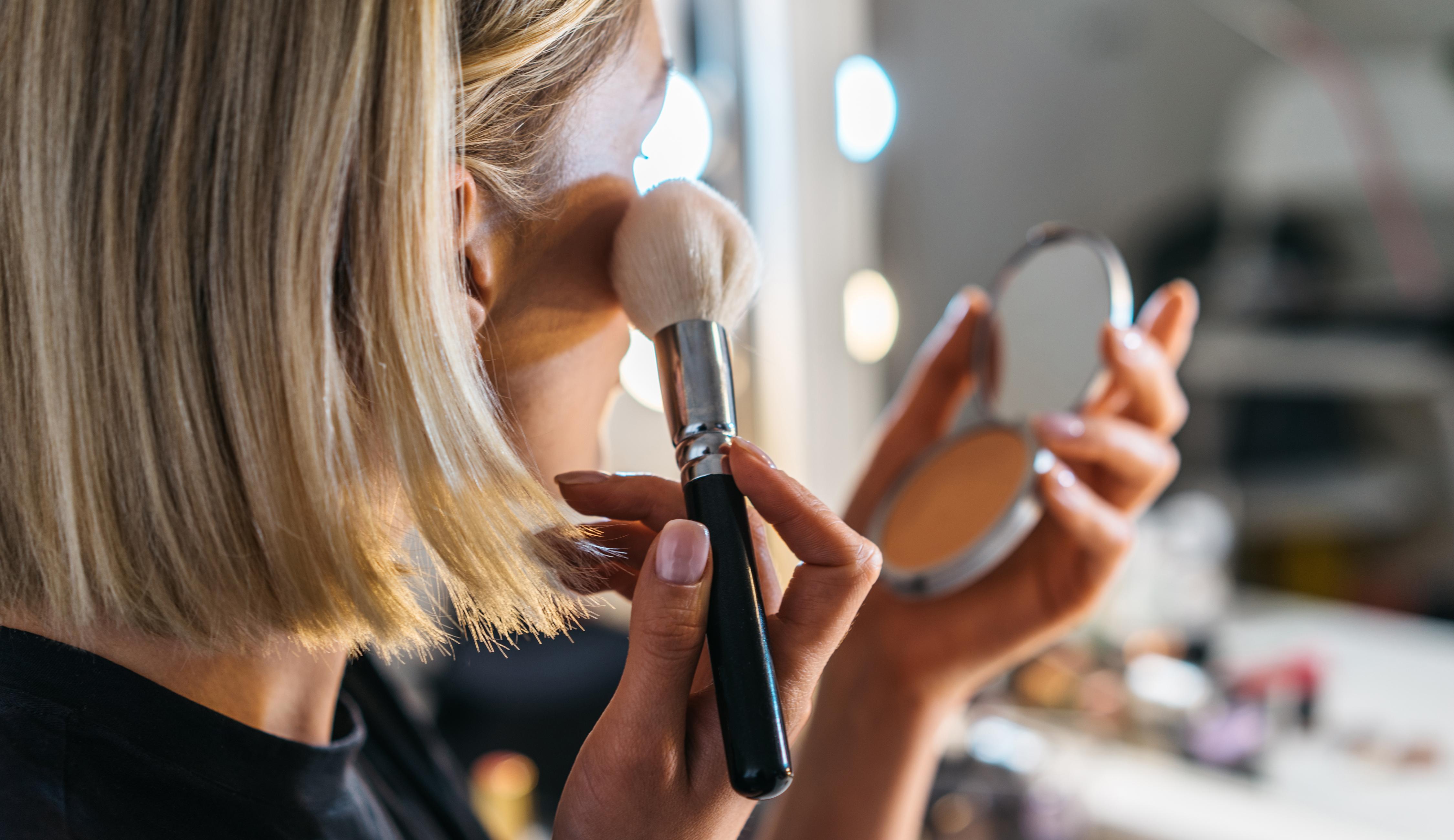 Kuvitus kuva - Black Week alentaa kosmetiikan hintoja – Tarkkaile etenkin näitä hittituotteita
