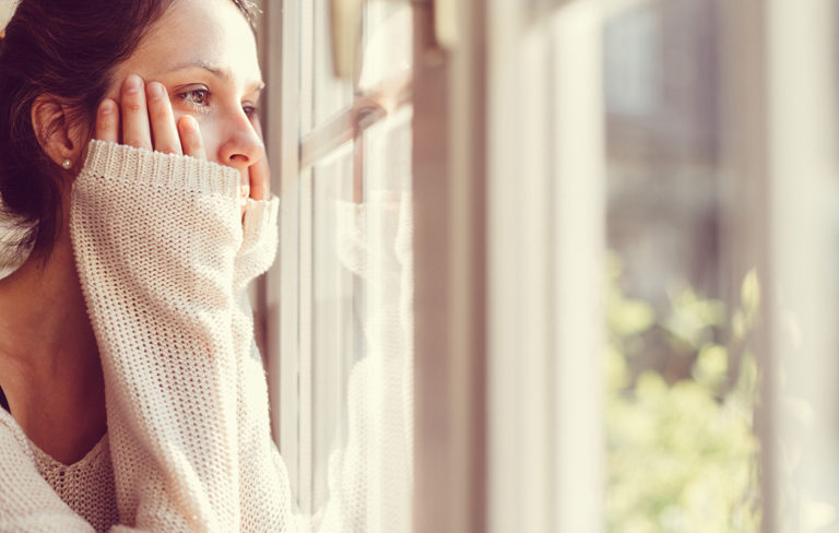 Koronaviruksen aiheuttamaa pelkoa voi opetella hallitsemaan.