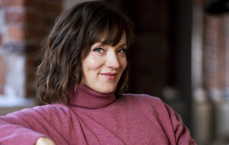 Näyttelijä Elena Leeve erosi pitkäaikaisesta puolisostaan Jussi Nikkilästä.