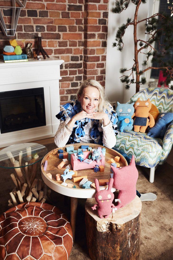 Aikuisten leikki on Katriina Heljakalle väylä ottaa kantaa asioihin.