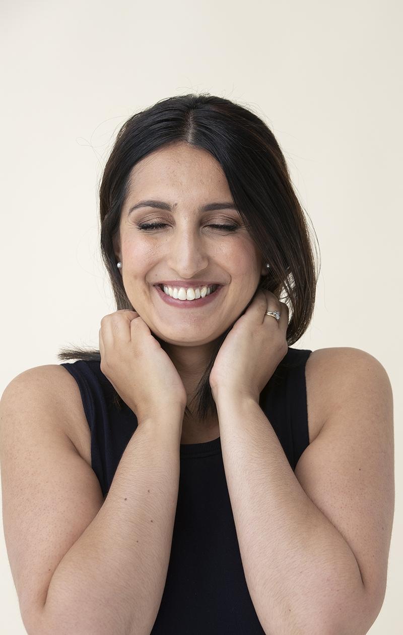 Hymyily on Nasima Razmyarin selviytymisstrategia: hän uskoo, että asiat etenevät parhaiten hyvän kautta.