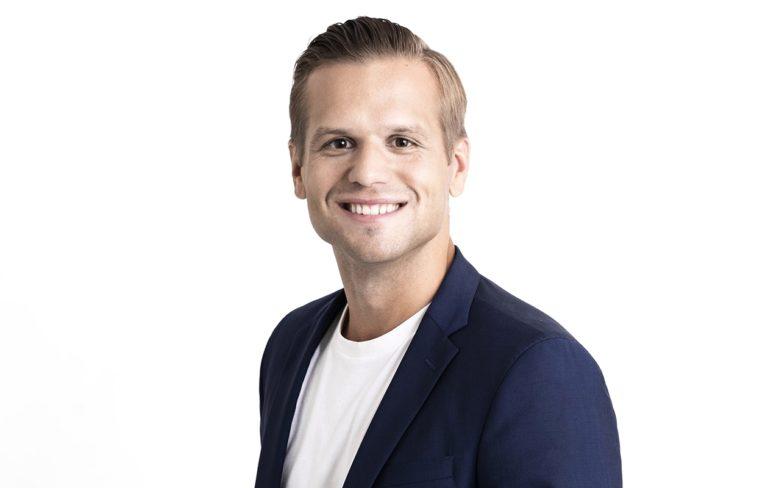 Ilkka Ihamäki, 34, kirjoitti kollegansa Sami Kurosen kirjan Sensuellit iltasadut, joka on juuri ilmestynyt.