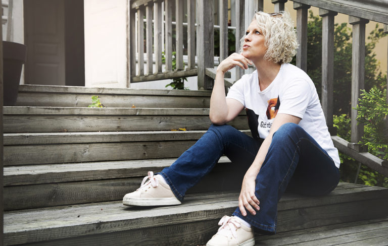 Laura Voutilainen unelmoi omannäköisestä elämästä sekä kasvusta ihmisenä ja taiteilijana.