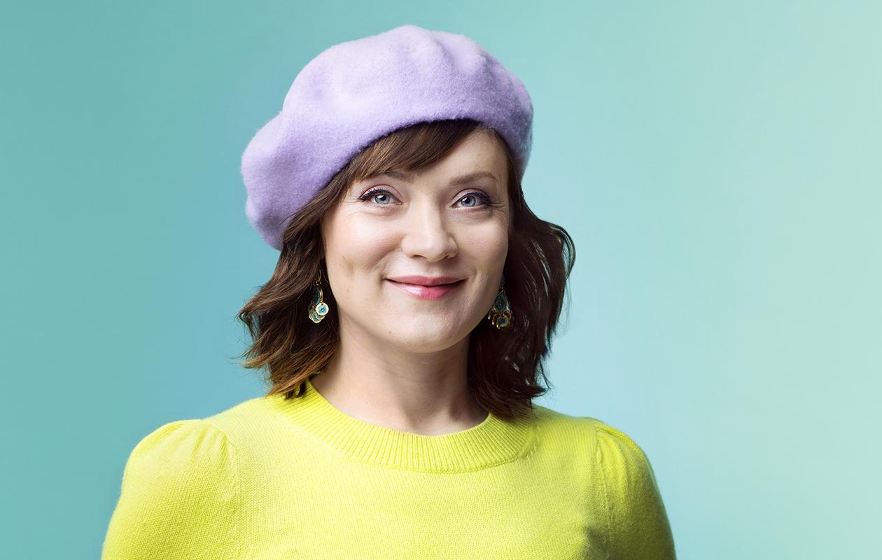 Eronnut Elena Leeve elää kiireistä arkea näyttelijänä ja kahden lapsen äitinä.