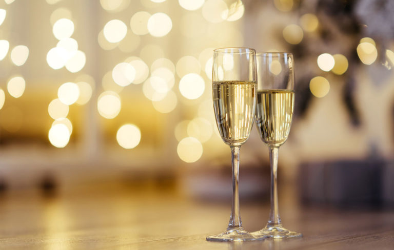 Tervemenoa vuosi 2020! Hyvä kuohuviini luo juhlavan tunnelman. Viiniasiantuntija valitsi kuusi suosikkia.