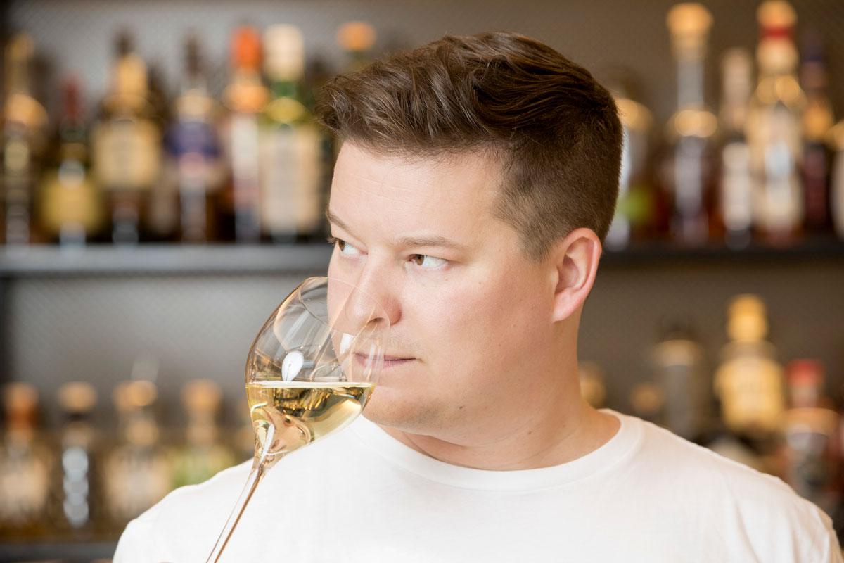 Viiniasiantuntija Ilkka Sirén tietää, millainen on hyvä kuohuviini 2020. Hän itse poksauttaa juhlakuohuvan jo illallispöydässä, koska on huono valvomaan puoleenyöhön.