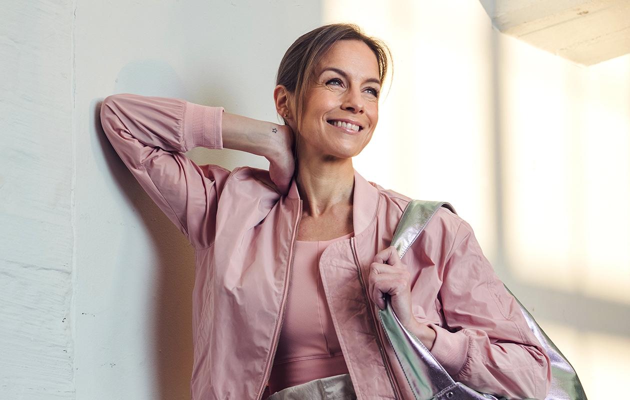 Yksinkertaiset ja toimivat treenivaatteet antavat lisäpotkua kotijumppaan.