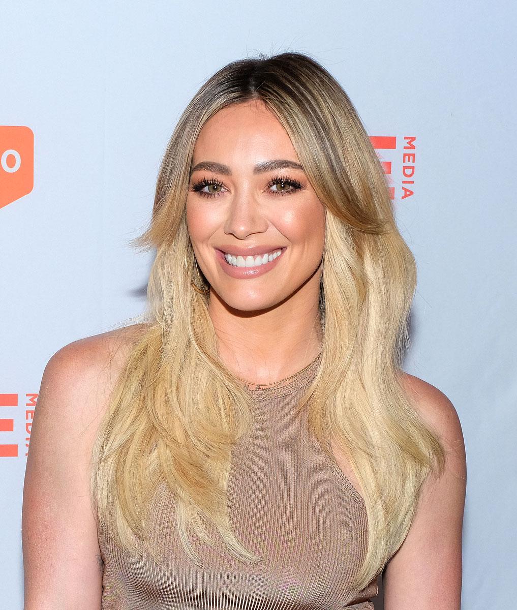 Hiustrendit 2021: näyttelijä Hilary Duffin keskijakaus.