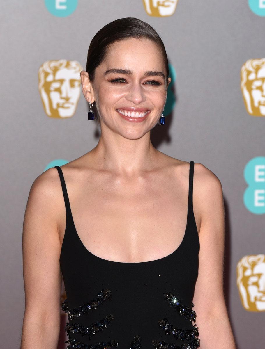 Näyttelijä Emilia Clarken vesikampaus pukee erityisesti pieniä kasvoja, mutta sopii kaikille iästä ja hiusten pituudesta riippumatta.