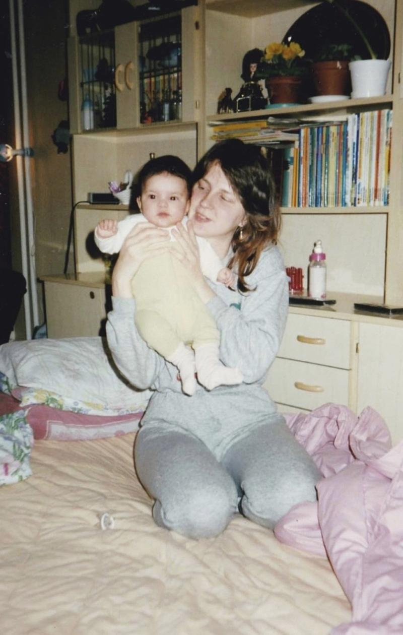 Sara Chafak ja Marja-äiti vuonna 1990.