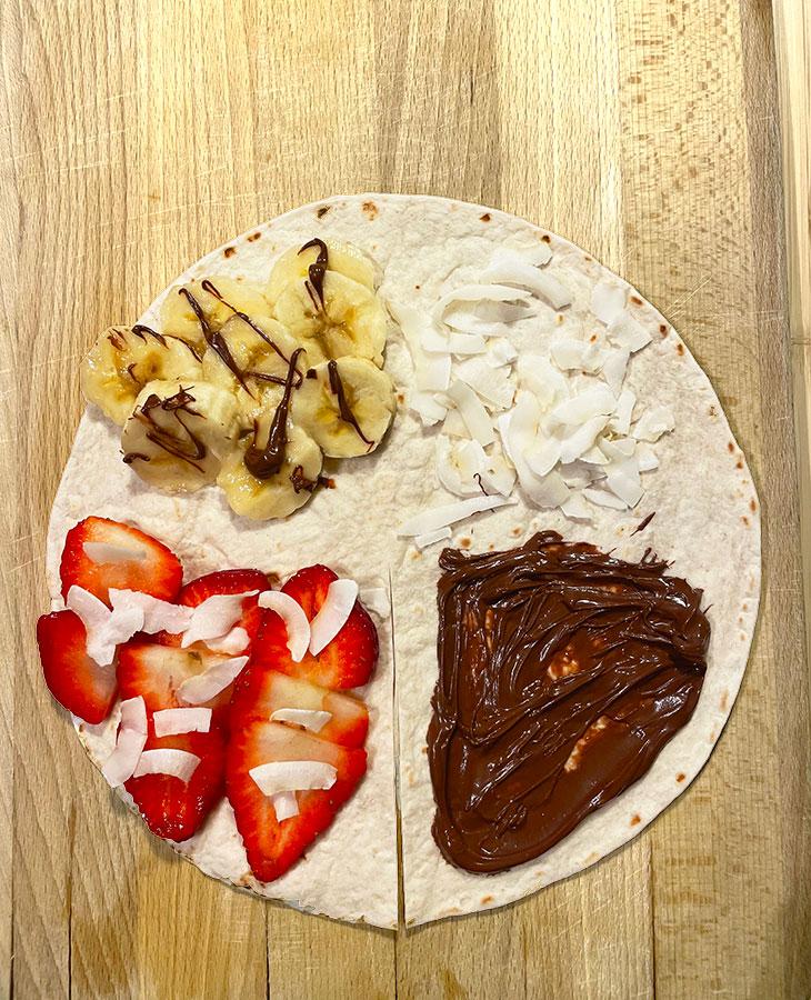 Tortilla maistuu myös jälkiruoaksi. Kuvassa banaani-kookos-mansikka-nutella-tortilla.