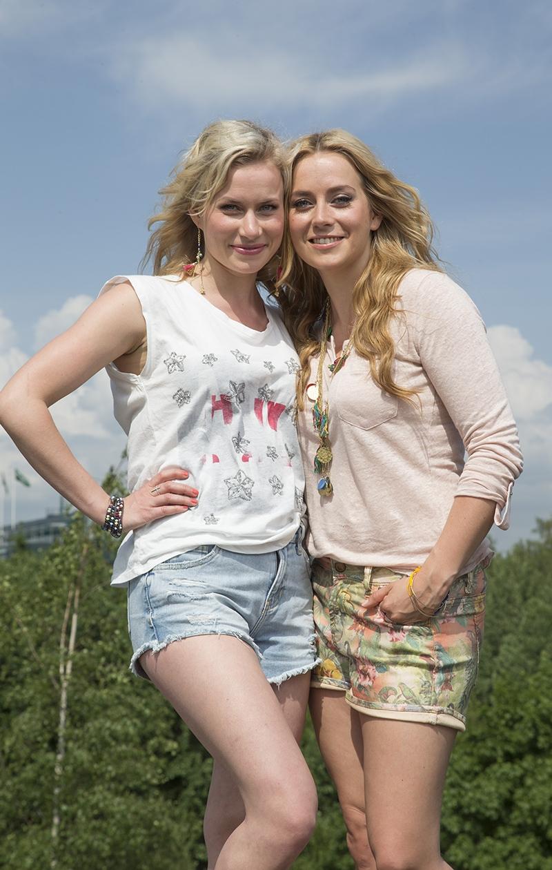 Iina Kuustonen on ollut aina läheinen siskonsa Minka Kuustosen kanssa. Kuvassa siskokset vuonna 2014.