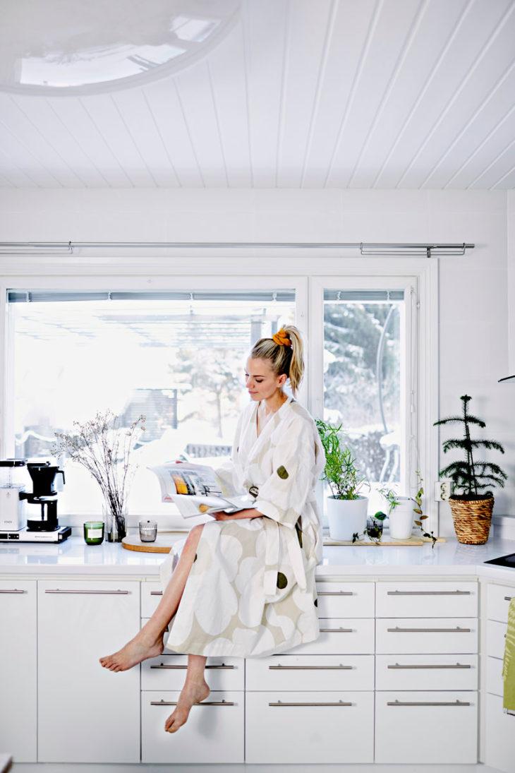 – Minulla on useita kylpytakkeja. Pidän kovasti tästä Marimekon Unikko-aamutakista sen seesteisten sävyjen vuoksi.