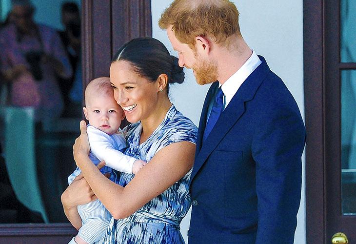 Kuvassa Mechan Markle ja prinssi Harry yhdessä poikansa Archien kanssa.