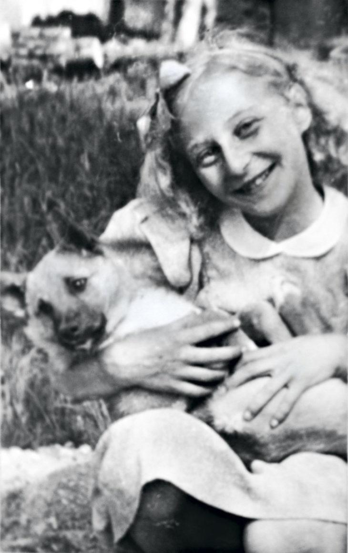 Seelan lapsuudenkodissa oli aina lemmikkejä. 11-vuotiaana hänellä oli oma koira.
