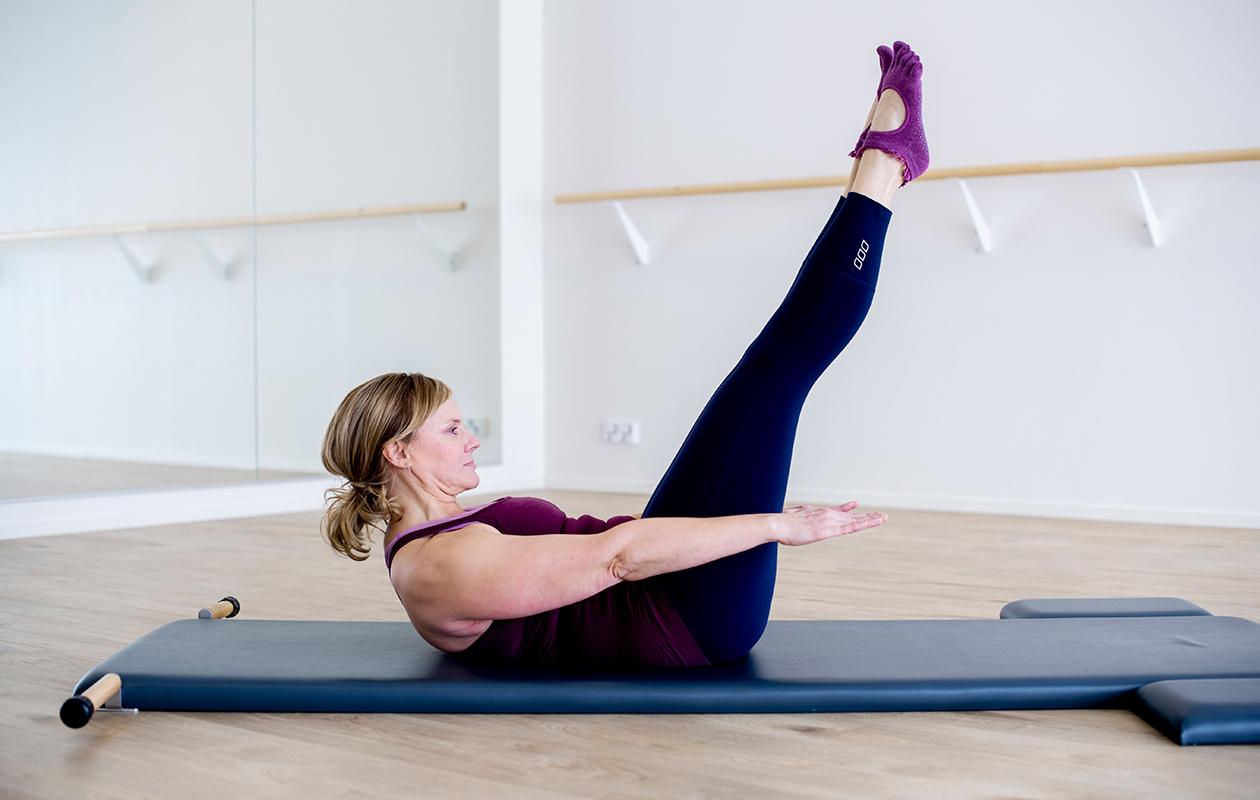 pilates aloittelijalle: liike vahvistaa ylävartalon lihaksia