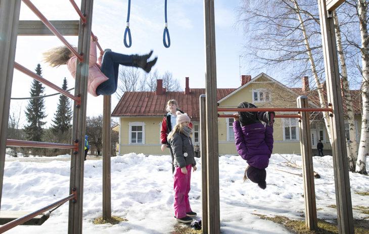Mathildedalin lapset aloittavat koulunkäynnin Teijon kyläkoulussa.